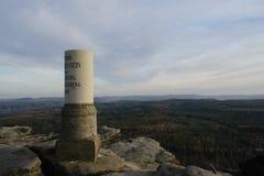 Στήλη στους βράχους Στοκ φωτογραφία με δικαίωμα ελεύθερης χρήσης