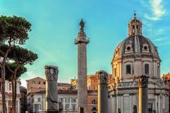 Στήλη Trajan, churche της Σάντα Μαρία Di Loreto, και των καταστροφών του TR Στοκ φωτογραφία με δικαίωμα ελεύθερης χρήσης