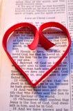 Στίχος Βίβλων ημέρας βαλεντίνου με την κόκκινη καρδιά Στοκ Εικόνα