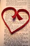 Στίχος Βίβλων ημέρας βαλεντίνου με την κόκκινη καρδιά Στοκ φωτογραφίες με δικαίωμα ελεύθερης χρήσης