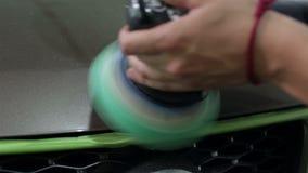 Στίλβωση σώματος αυτοκινήτων κλείστε επάνω απόθεμα βίντεο