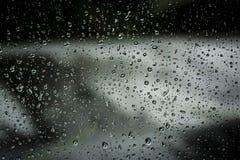 Σταγονίδια νερού βροχής σε ένα παράθυρο Στοκ φωτογραφίες με δικαίωμα ελεύθερης χρήσης