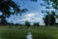 Σταγόνες βροχής με το υπόβαθρο bokeh Στοκ φωτογραφία με δικαίωμα ελεύθερης χρήσης
