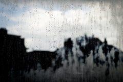 Σταγόνες βροχής σε ένα γυαλί παραθύρων Στοκ Φωτογραφία