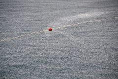 Σταγόνες βροχής στην επιφάνεια θάλασσας Στοκ φωτογραφίες με δικαίωμα ελεύθερης χρήσης