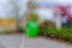 Σταγόνες βροχής στο γυαλί του αυτοκινήτου Στοκ Εικόνες