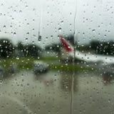 Σταγόνες βροχής στο παράθυρο Στοκ Φωτογραφία