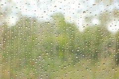 Σταγόνες βροχής στο παράθυρο Στοκ φωτογραφία με δικαίωμα ελεύθερης χρήσης