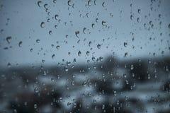 Σταγόνες βροχής υποβάθρου στο παράθυρο Στοκ Φωτογραφίες
