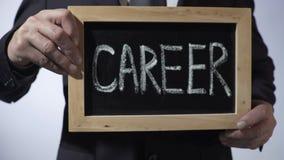 Σταδιοδρομία που γράφεται στον πίνακα, σημάδι εκμετάλλευσης επιχειρησιακών προσώπων, κίνητρο, μέλλον απόθεμα βίντεο