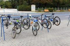 Σταθμευμένος από τα οδικά ποδήλατα μετά από μια φυλή στοκ φωτογραφίες με δικαίωμα ελεύθερης χρήσης