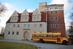 Σταθμευμένο σχολικό λεωφορείο Στοκ φωτογραφία με δικαίωμα ελεύθερης χρήσης