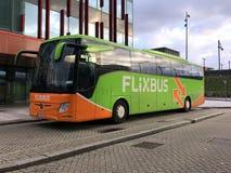 Σταθμευμένο autobus Flixbus στοκ εικόνες