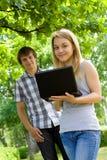 σταθμεύστε τις νεολαίες ανθρώπων Στοκ Εικόνες