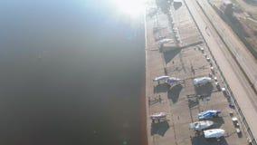 Σταθμός βαρκών ή πρόσδεση για τις βάρκες, εναέρια μαγνητοσκόπηση από τον κηφήνα φιλμ μικρού μήκους