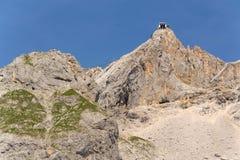 Σταθμός βουνών Hunerkogel Dachstein με την υψηλότερη γέφυρα αναστολής Austrias Στοκ Εικόνες