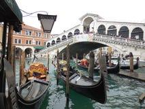 Σταθμός γονδολών και γέφυρα Rialto, Βενετία Στοκ Φωτογραφία
