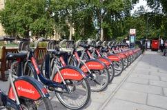 Σταθμός ενοικίου ποδηλάτων στο Λονδίνο στοκ φωτογραφίες