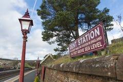 Σταθμός ζουλιγμάτων Settle στο σιδηρόδρομο της Καρλάιλ, υψηλότερος σταθμός κύριων γραμμών Englands - ζούλιγμα, Cumbria, UK - 10 Ν στοκ φωτογραφία