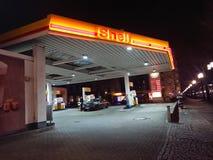 Σταθμός καυσίμων της Shell τη νύχτα στοκ εικόνες