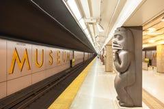 Σταθμός μετρό μουσείων στο Τορόντο, Καναδάς Στοκ Εικόνες