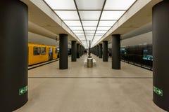 Σταθμός μετρό Ομοσπονδιακής Βουλής (σταθμός u-Bahn) στο Βερολίνο Στοκ Εικόνα