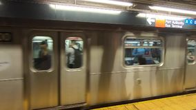 Σταθμός μετρό της Νέας Υόρκης στα ναυπηγεία -3 του Hudson απόθεμα βίντεο