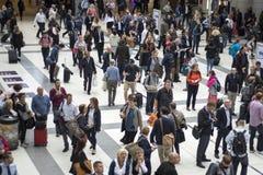 Σταθμός οδών του Λίβερπουλ στη βιασύνη μας μέσα το πρωί που παρουσιάζει πολλούς ανθρώπους που κινούνται γύρω στοκ εικόνες με δικαίωμα ελεύθερης χρήσης