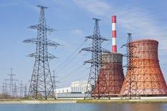 σταθμός παραγωγής ηλεκτρικού ρεύματος γραμμών θερμικός Στοκ Φωτογραφίες