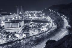 Σταθμός παραγωγής ηλεκτρικού ρεύματος τη νύχτα Στοκ εικόνα με δικαίωμα ελεύθερης χρήσης