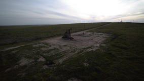 Σταθμός πετρελαίου κηφήνων flyover στο Bakersfield Καλιφόρνια φιλμ μικρού μήκους