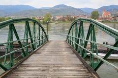 Σταθμός πορθμείων πέρα από τον ποταμό Δούναβη μεταξύ των χωριών Sankt Lorenz και weissenkirchen--der-Wachau Χαμηλότερη Αυστρία Στοκ Φωτογραφία