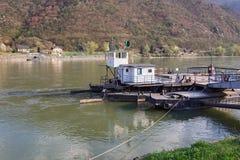 Σταθμός πορθμείων πέρα από τον ποταμό Δούναβη australites Στοκ Φωτογραφίες