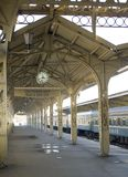 σταθμός σιδηροδρόμου 2 πλατφορμών Στοκ Φωτογραφία