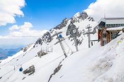 Σταθμός τελεφερίκ στο βουνό χιονιού Yulong, Yunnan Κίνα στοκ φωτογραφίες με δικαίωμα ελεύθερης χρήσης
