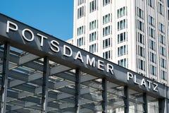 Σταθμός τρένου εξωτερικός του Potsdamer Platz στο Βερολίνο στοκ εικόνες με δικαίωμα ελεύθερης χρήσης