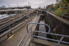 Σταθμός υδροηλεκτρικής ενέργειας φραγμάτων και πυλών Στοκ Εικόνα