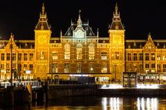 Σταθμός Centraal στο Άμστερνταμ τη νύχτα Στοκ φωτογραφίες με δικαίωμα ελεύθερης χρήσης
