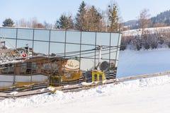 Σταθμός Hauser Kaibling σκι Τοπ χιονοδρομικά κέντρα της Αυστρίας: 123 χιλιόμετρα των τρεξιμάτων σκι στοκ φωτογραφία με δικαίωμα ελεύθερης χρήσης