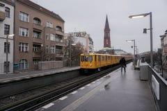 Σταθμός u-Bahn στο Βερολίνο Στοκ εικόνα με δικαίωμα ελεύθερης χρήσης