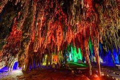 Σταλακτίτες σταλακτιτών με το φωτισμό χρώματος Στοκ φωτογραφίες με δικαίωμα ελεύθερης χρήσης