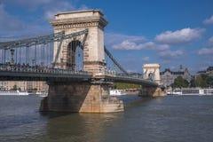 Στατικός πυροβολισμός της γέφυρας αλυσίδων στη Βουδαπέστη στοκ εικόνες