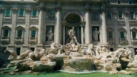 Στατικό μήκος σε πόδηα της πηγής TREVI στη Ρώμη Ιταλία Σε αργή κίνηση καταρράκτης απόθεμα βίντεο