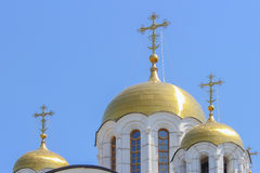 Σταυροί στους χρυσούς θόλους Στοκ εικόνα με δικαίωμα ελεύθερης χρήσης