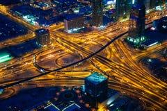 Σταυροδρόμια του Ντουμπάι στο βράδυ Στοκ Φωτογραφία
