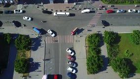 Σταυροδρόμια των δρόμων με την άποψη s-ματιών πουλιών ` φιλμ μικρού μήκους