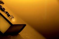σταυρός έννοιας Βίβλων θρησκευτικός Στοκ φωτογραφία με δικαίωμα ελεύθερης χρήσης