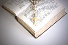 σταυρός Βίβλων Στοκ εικόνες με δικαίωμα ελεύθερης χρήσης