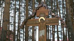 Σταυρός με crucifix αντί της εκτέλεσης της Elizabeth Feodorovna απόθεμα βίντεο