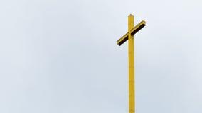 Σταυρός που απομονώνεται χρυσός Στοκ Φωτογραφία